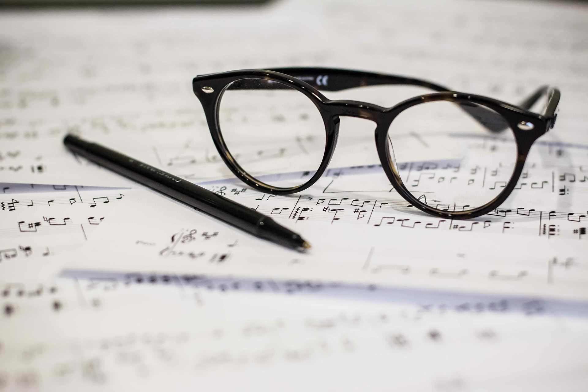 Für ein besseres Sehen beim Arbeiten: Die Arbeitsplatzbrille