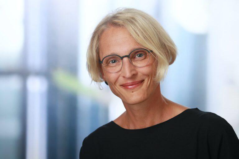 Claudia Averdung, Augenoptikerin
