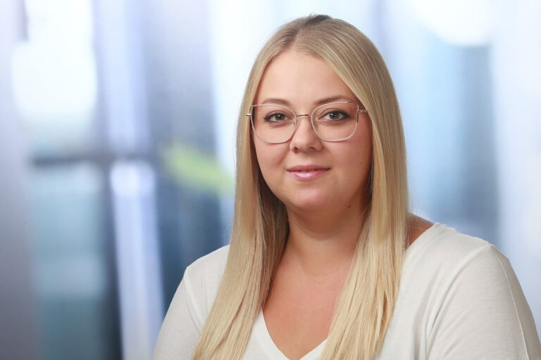 Viktoria Mann, Augenoptikerin